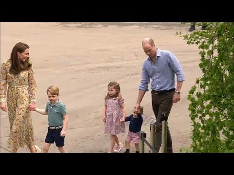 شاهد العائلة الملكية البريطانية تحتفل بعيد ميلاد الأمير جورج