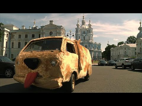 شاهد سيارة الفيلم الأميركيغبي وأغبى تجوب شوارع سان بطرسبرغ