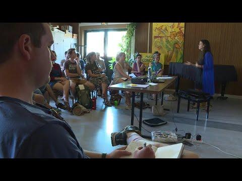 شاهد مخيم للمناخ لتدريب النشطاء البيئيين على التحركات الجماعية في فرنسا