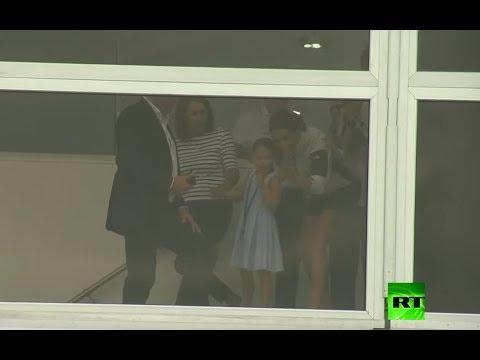 شاهد دوقة كامبريدج كيت ميدلتون في موقف محرج بسبب ابنتها الأميرة شارلوت