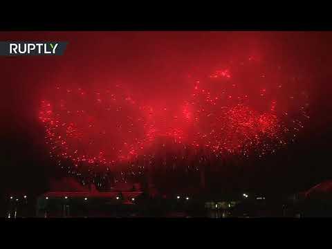 شاهد عرض ضوئي وشهب نارية تضيء سماء العاصمة الروسية موسكو