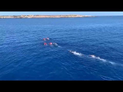 4 مهاجرين غير شرعيين يحاولون الهروب إلى جزيرة لامبيدوزا عن طريق السباحة