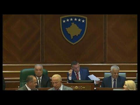 شاهد نواب كوسوفو يصوتون على حل البرلمان تمهيدا لانتخابات مبكرة