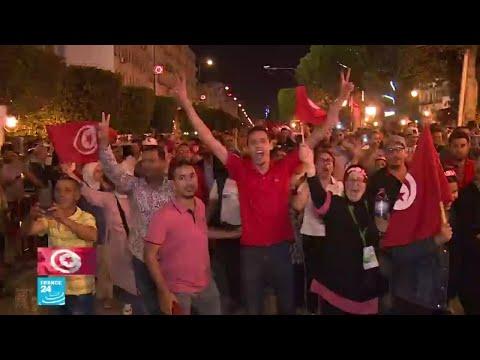 شاهد لحظات فخر التونسيين بديمقراطيتهم بعد انتخاب رئيس جديد للبلاد