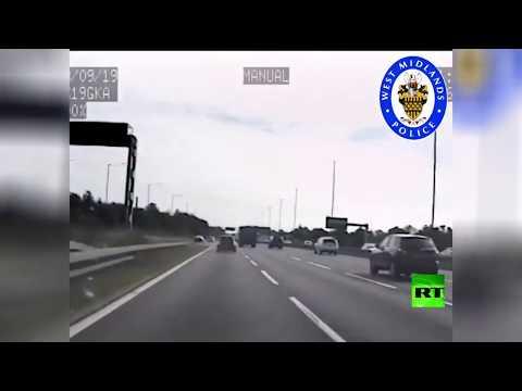 شاهد سائق متهور يفشل في خداع الشرطة في بريطانيا