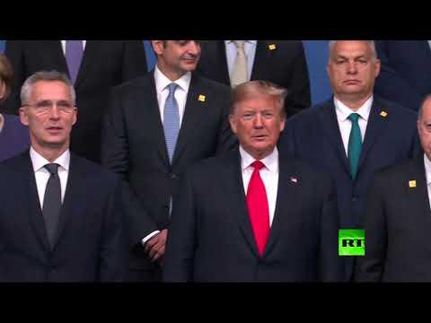 شاهد صورة جماعية لزعماء دول الناتو على أنغام المزمار ودق الطبول