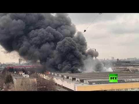 شاهد مروحيات تشارك في إطفاء حريق هائل في موسكو