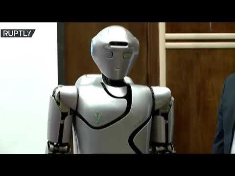 شاهد إيران تكشف عن روبوت بشري من الجيل الرابع