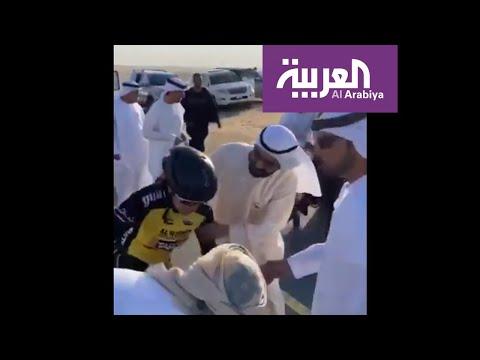 شاهد حاكم دبي يساعد متسابقة تعرضت لإصابة
