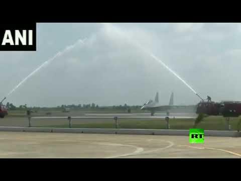 شاهد استقبال حار لأول سرب من مقاتلات سو30 الروسية في الهند