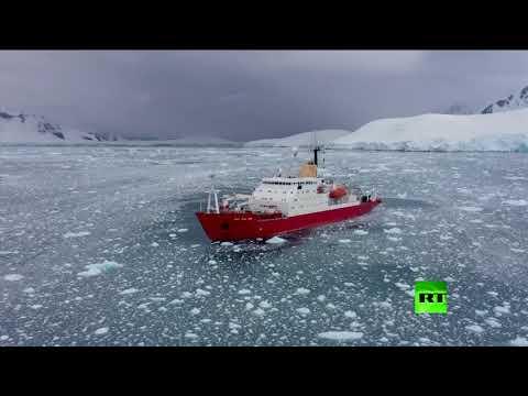 شاهد لحظة انفصال جبل جليدي هائل في أنتاركتيكا