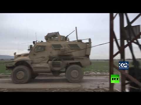شاهد رتل عسكري أميركي يتعرض للرشق بالحجارة في سورية