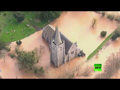 شاهدلقطات جوية لفيضانات في بريطانيا بسبب عاصفة