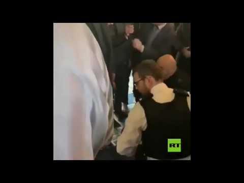 شاهد طعن رجل في مسجد في شمال لندن