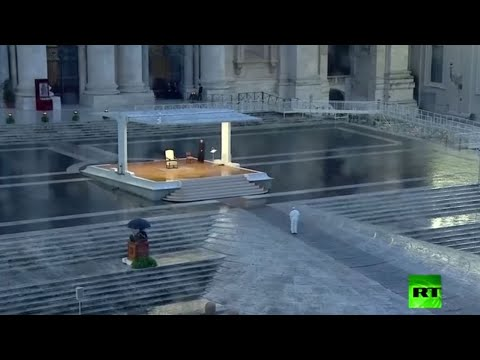 شاهد البابا فرنسيس يترأس وحيدا صلاة في ساحة كاتدرائية بالفاتيكان