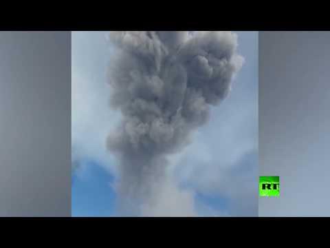 رماد بركاني يغطي إحدى بلدات جزر الكوريل