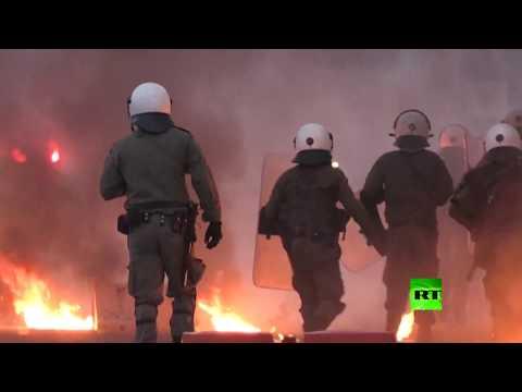 شاهد متظاهرون يحرقون العلم الأميركي في اليونان احتجاجًا على مقتل جورج فلويد