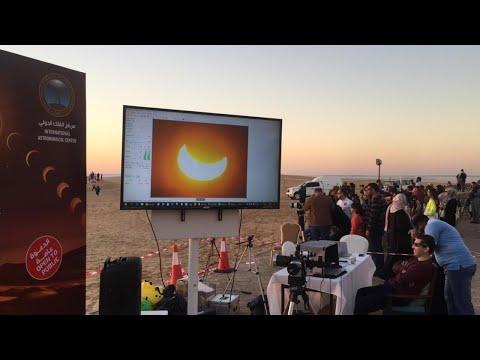 شاهد بث المباشر يرصد لحظة كسوف الشمس من أبو ظبي