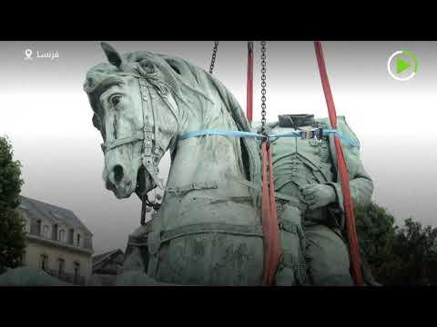 شاهد إزالة تمثال نابليون بونابرت من وسط مدينة روان الفرنسية