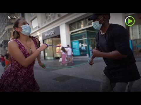 شاهدشاب من البيرو يبتكر رقصة تحافظ على التباعد الاجتماعي