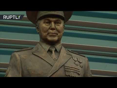 شاهدافتتاح تمثال لأول رئيس كازاخستان نور سلطان نزاباييف