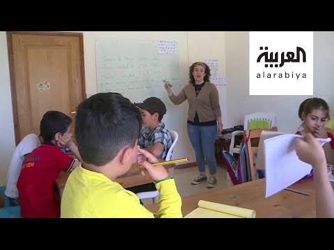 شاهد لبنانية تحول منزلها إلى مدرسة وآخرين يتطوعون