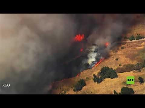 شاهد حرائق الغابات في كاليفورنيا تقترب من خزانات النفط