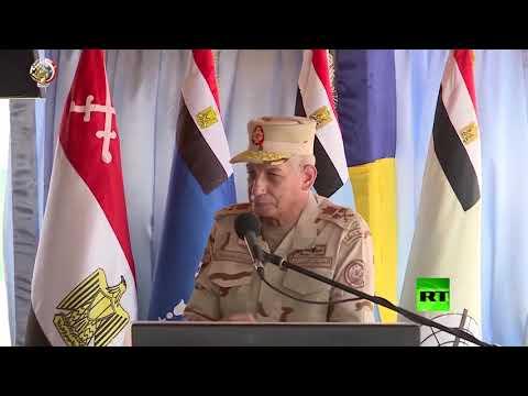 شاهد الجيش المصري يُنفذ مناورة حسم 2020 على الحدود الغربية