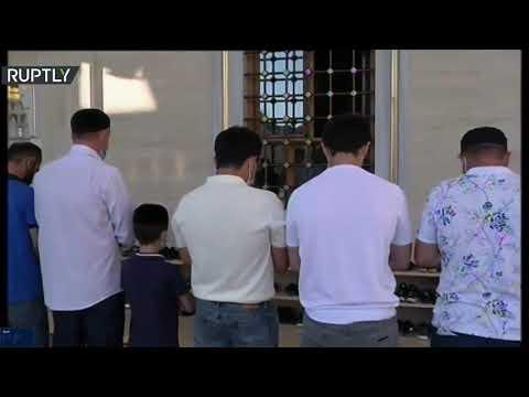 شاهد طقوس صلاة عيد الأضحى بمسجد أحمد قديروف في الشيشان
