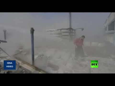 شاهد اندلاع حريق ضخم في سفينة تجارية إيرانية تحمل الملابس