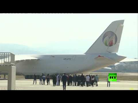 شاهد طائرة إماراتية تحمل 80 طنًا من المساعدات تصل إلى لبنان