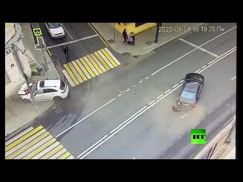 شاهد لقطات صادم تُظهر دهس مارة بحادث مروري في موسكو