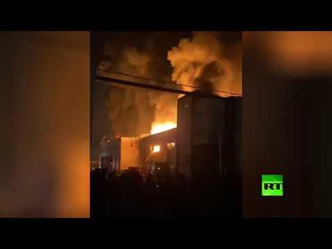 شاهد اندلاع حريق ضخم في مدينة لصناعة الألبان جنوب طهران