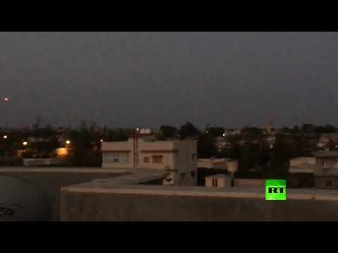 شاهد سماع إطلاق نار وانفجارت جراء اشتباكات في تاجوراء الليبية