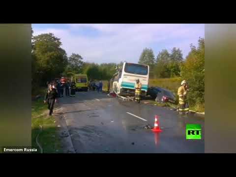 شاهد 7 قتلى بينهم طفل في تصادم حافلة ركاب وشاحنة في روسيا