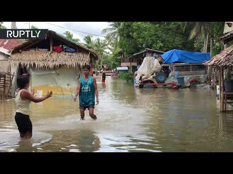 شاهد فيضانات عارمة تغمر إحدى البلدات في الفلبين بعد إعصار قوي