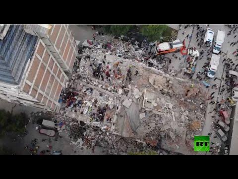 شاهد إنقاذ نحو 70 شخصًا من تحت الأنقاض جراء زلزال عنيف في إزمير التركية