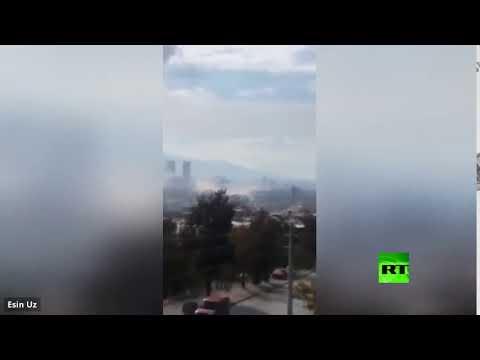 شاهد دخان يتصاعد من المباني المنهارة بعد زلزال قوي في إزمير التركية