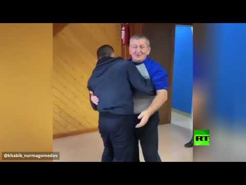 شاهد بطل الفنون القتالية المختلطة الروسي ينشر فيديو لأجمل أوقاته