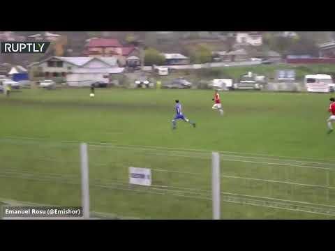 شاهد هدف مذهل من ركلة العقرب في الدوري الروماني لكرة القدم