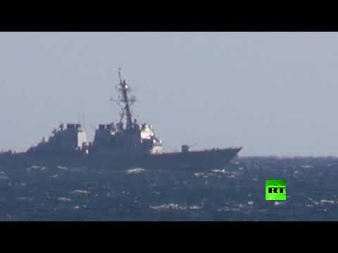 شاهد روسيا تنشر لقطات من اعتراض قواتها لمدمرة أميركية في خليج بطر الأكبر