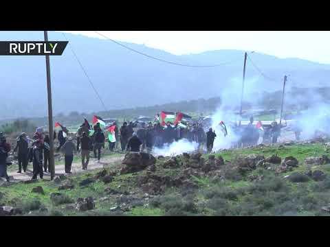 القوات الإسرائيلية تطلق الغاز المسيل للدموع على مسيرة