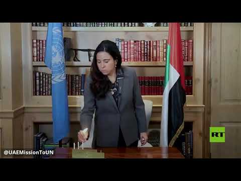 شاهد مبعوثة الإمارات للأمم المتحدة تشعل الشموع في مكتبها