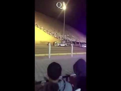 صوت الإمارات - شاهد لحظة اشتعال النيران في سيارة أثناء سيرها بسرعة