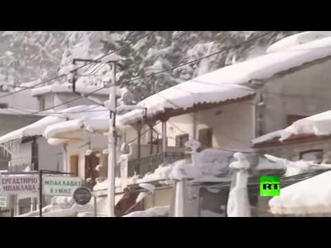 صوت الإمارات - شاهد عواصف ثلجية تجتاح مناطق متفرقة في اليونان