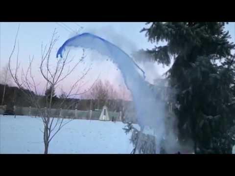 صوت الإمارات - بالفيديو  برودة الطقس تحوّل الماء المغلي إلى أشكال رائعة في روسيا