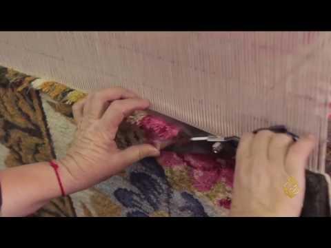 صوت الإمارات - بالفيديو  معمل بلغاري يحيي حرفة حياكة السجاد