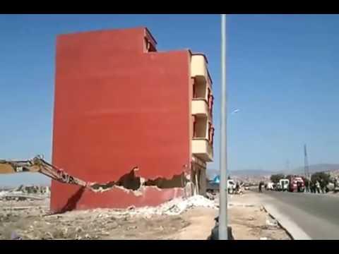 صوت الإمارات - شاهد أغرب عملية هدم منزل في المملكة المغربية