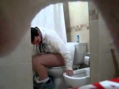 صوت الإمارات - شاهد أغبى مقلب من شخص غبي في الحمام