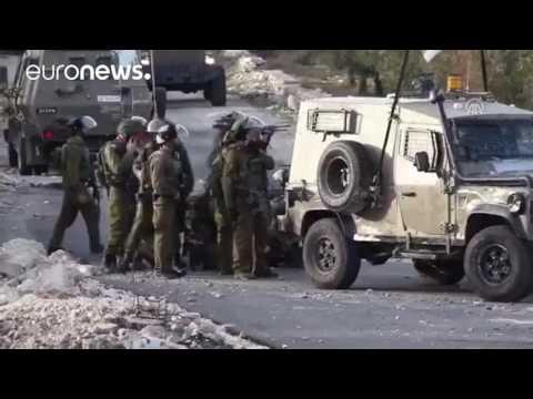صوت الإمارات - بالفيديو  مقتل فلسطيني وسحله من قبل جنود جيش الاحتلال